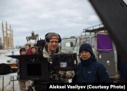 Dmitrij Davidov és kollégái a falusi forgatáson