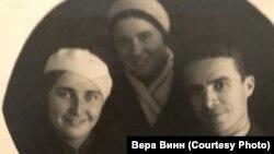 Александр Витте незадолго до второго ареста, с женой (слева) и их знакомой. 1936 г. Москва