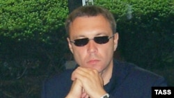 Фокус, который удалось проделать Виктору Пелевину (на фото) с героями своего романа, повторяет режиссер фильма