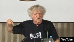 Владимир Милчин држи прес-конференција за лустрацијата.