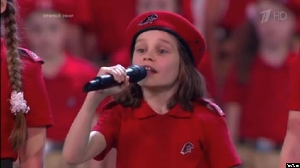 10-летний мальчик в Государственном Кремлевском Дворце читает стихи про Путина