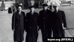 Рефат Муслимов вместе с участниками национального движения в Москве, 1959 год. Фото из семейного архива