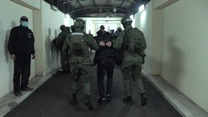 Privođenje članova organizovane kriminalne grupe u Tužilaštvo za borbu protiv organizovanog kriminala, Beograd (5. februar 2021.)