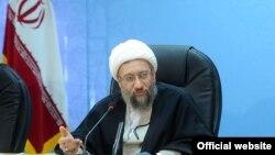 رئیس قوه قضائیه «برخورد دوگانه» این نهاد در موضوعات «حقوقهای نجومی و پرونده شهرداری تهران» را رد کرده است.
