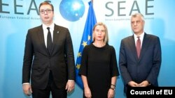 Federica Mogherini (center), Hashim Thaci (right), and Aleksandar Vucic in Brussels on November 8