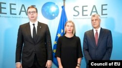 EU foreignpolicy chief Federica Mogherini (middle), Kosovar President Hashim Thaci (right) and Serbian President Aleksandar Vucic meet in Brussels, November 8