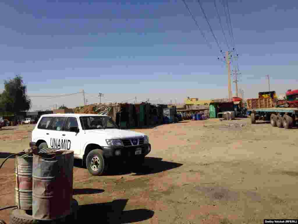 Автомобиль миссии ООН в Дарфуре, где уже много лет идет гражданская война