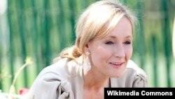 Harry Potter-in yaradıcısı J.K. Rowling bayquşların müdafiəsinə qalxıb