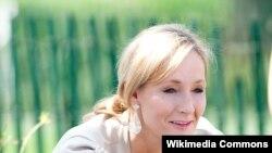 Autorja britanike, J.K. Rowling.