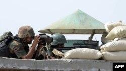"""""""Талибан"""" жасақтарымен соғысып жатқан Пәкістан әскері. Пәкістан, Ауғанстанмен шекара, 2 шілде 2014 жыл."""
