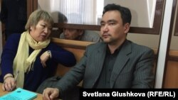 Адвокаты Гульнара Жуаспаева и Толеген Шаиков в суде по делу профсоюзного лидера из Мангистауской области Амина Елеусинова. Астана, 14 марта 2017 года.