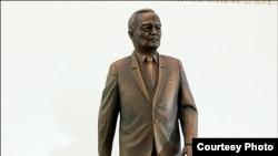 Макет памятника Исламу Каримову