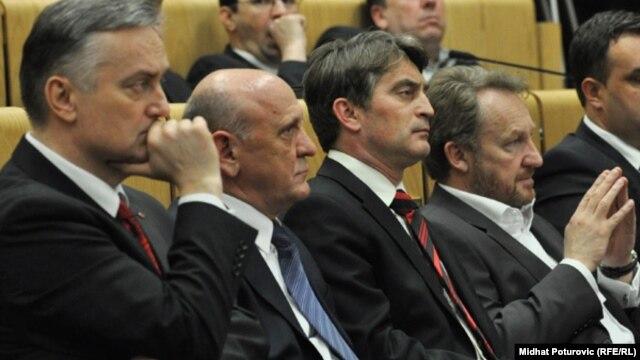Predsjednici SDP i SDA Zlatko Lagumdžija i Sulejman Tihić, te funkcioneri tih stranaka Željko Komšić i Bakir Izetbegović, 2011.