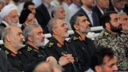 امیرعلی حاجیزاده و محمد پاکپور (نفرات دوم و سوم از سمت راست)، فرماندهان نیروی دریایی و زمینی سپاه در فهرست تحریمهای آمریکا قرار گرفتهاند.