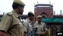 Полицейские на улицах Дели