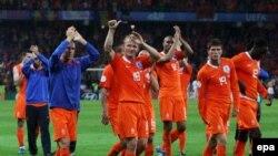 Голландцы отправляются домой, и виной тому их соотечественник