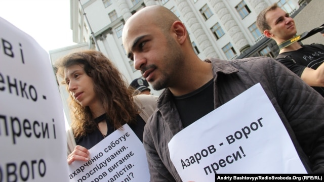 Journalist Mustafa Nayem (right) is one of several Euromaidan protesters who are now seeking to be elected to the next Ukrainian parliament. (file photo)