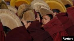 Тибетські монахи протестують проти політики Пекіна, почасти звинувачуючи владу у геноциді