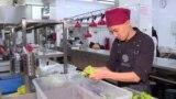 Парень с аутизмом работает в престижном ресторане Бишкека