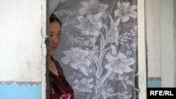 Молодая невестка в доме мужа. Кыргызстан иллюстративное фото.