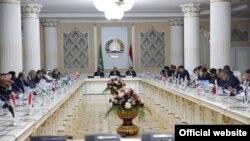 Второе заседание экономического Форума сотрудничества арабских государств со странами Центральной Азии и Азербайджана. Душанбе, 16 октября 2017 года (фото с сайта МИД РТ)