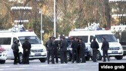 Сотрудники силовых органов Таджикистана на улице Душанбе. 16 ноября 2015 года.