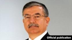 وزير الدفاع التركي عصمت يلمز