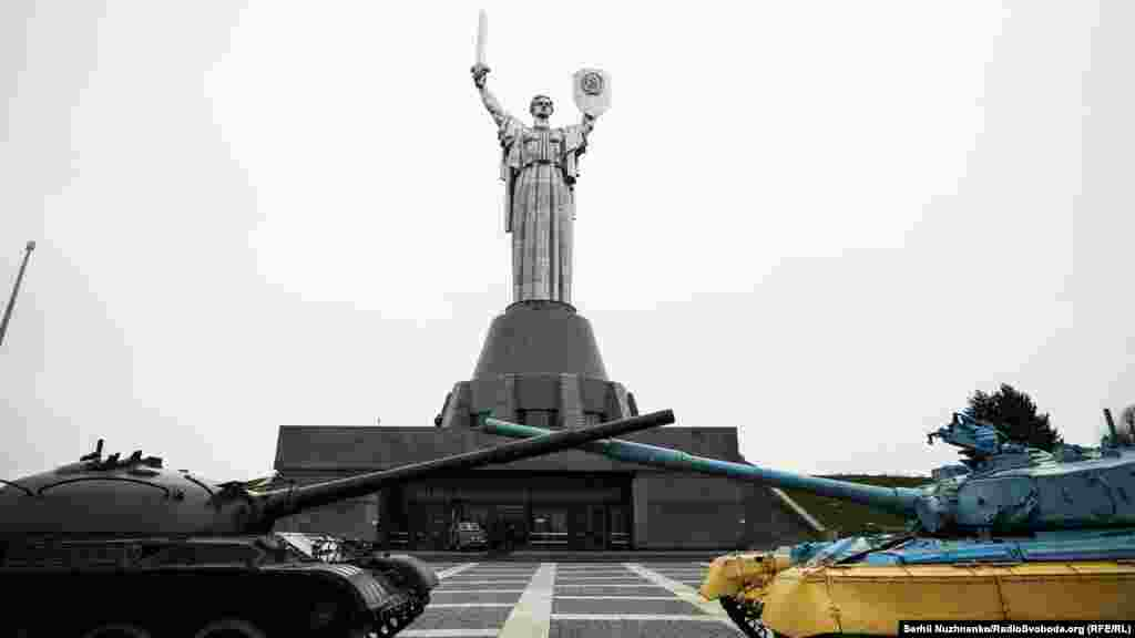 Сначала памятник задумывался как знак не Родины, а Победы, однако название «Родина-мать» вошло в обиход почти сразу же после возведения