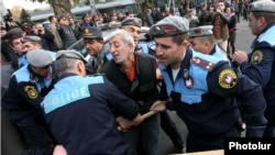 Armenia -- Police detain veteran activist Shant Harutyunyan in downtown Yerevan during an anti-government protest, 5Nov2013