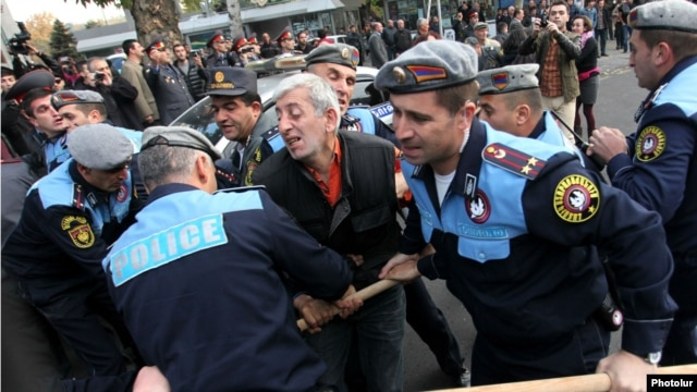 Armenia -- Riot police detain activist Shant Harutiunian in downtown Yerevan, 5 November, 2013