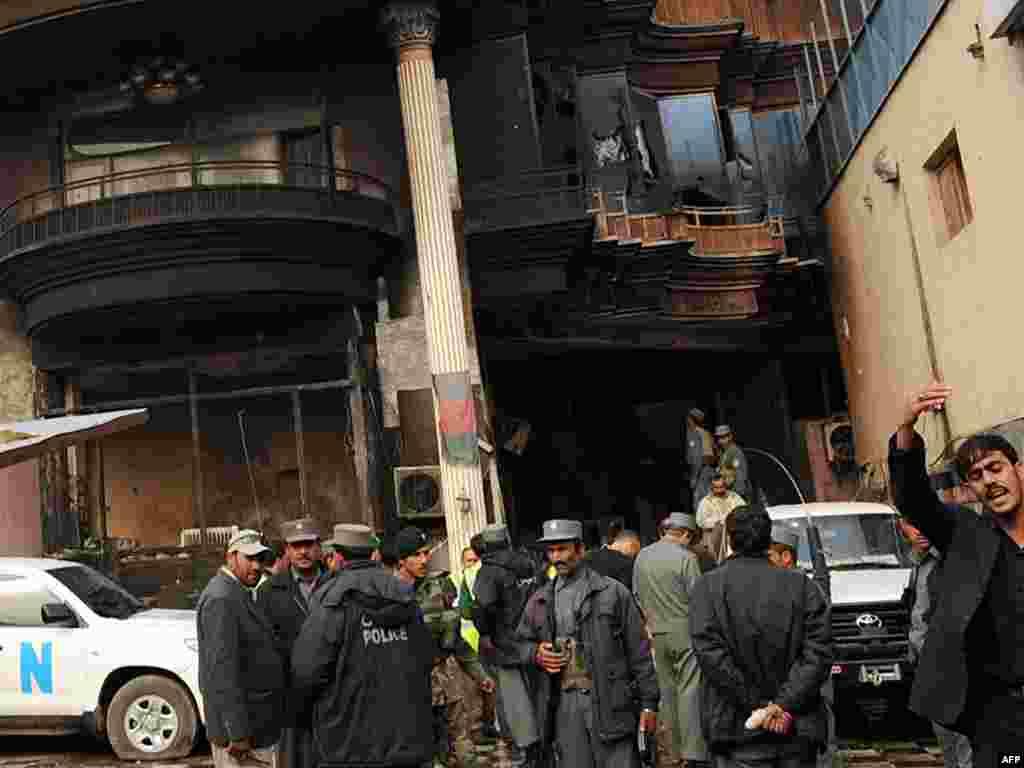 نیرو های امنیتی افغان در حال بررسی مهمانه خانه
