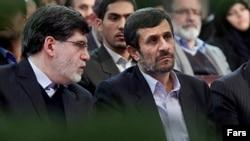 علی اکبر جوانفکر (سمت چپ) همراه با محمود احمدینژاد