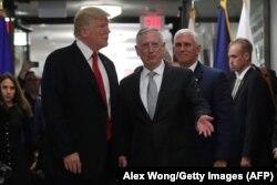 Дональд Трамп, Джим Мэттис, Майк Пенс в Пентагоне, 20 июля 2017 года