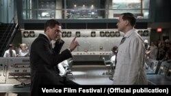 Кадр з фільму «Форма води»