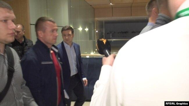 Володимир Зеленський вирушив із командою до журналістів, щоб повідомити про перемогу