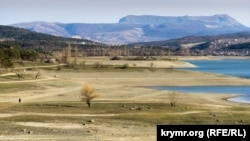 Обмелевшее водохранилище в Крыму, архивное фото