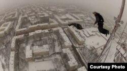 Description:Бэйсеры скочуць з тэлевежы ў Менску, фота з суполкі «Ўкантакце»