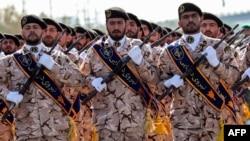 Իրան - «Իսլամական հեղափոխության պահապանների կորպուսի» զինծառայողները զորահանդեսի ժամանակ, արխիվ