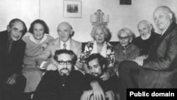 Петр Григоренко (третий слева во втором ряду) с группой правозащитников, 1970-е