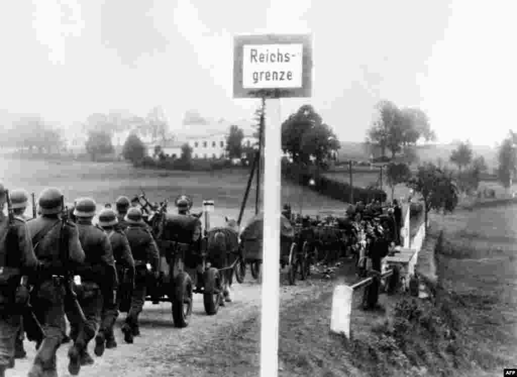 Nazi German troops cross the border near Kleinphilipsreuth, west of what is today Cesky Krumlov (Bohmisch Krummau), to occupy the Sudetenland on October 1, 1938.