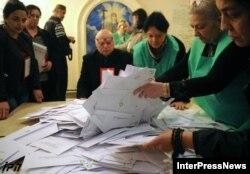 Подсчет голосов на выборах президента Грузии. Тбилиси, 28 октября 2013 года.