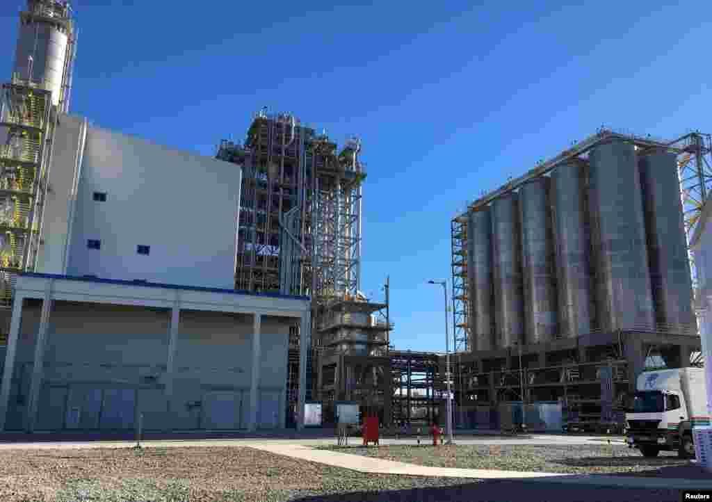 Новый комплекс газохимической промышленности Туркменистана, построенный в районе Туркменбаши, Балканской области.