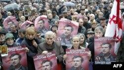 Главная прокуратура Грузии заявила о решении привлечь к уголовной ответственности бывшего президента Михаила Саакашвили спустя три часа после того, как стало ясно, что экс-президент на допрос в качестве свидетеля не явится