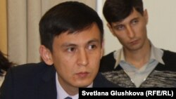 Адвокат Жохар Өтебеков.