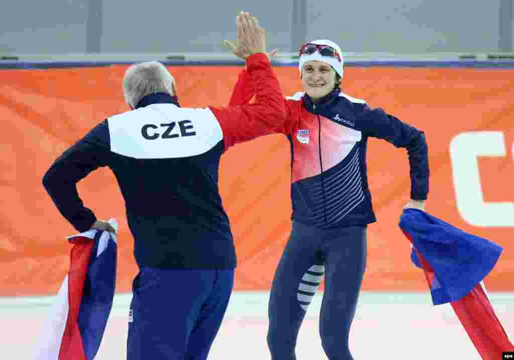 Martina Sablikova (right) of the Czech Republic celebrates after winning the women's 5,000 meter speed skating event. (EPA/Hannibal Hanschke)
