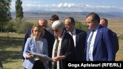 Сегодня у административной границы побывала находящаяся с визитом в Грузии президент ПА НАТО Мадлен Мун