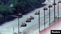 5 iunie 1989 în fața tancurilor la Beijing...