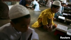 Даккадагы медресенин окуучулары. Бангладеш