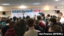 В избирательных штабах Алексея Навального проходят встречи с избирателями. На снимке: недавняя встреча в Йошкар-Оле