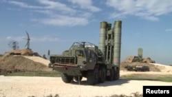 Российская система ПВО S-400 на базе Хмеймим в Сирии. Такие же системы размещены в Крыму